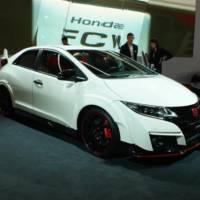 Geneva 2015 - Honda Civic Type R flexes its muscles