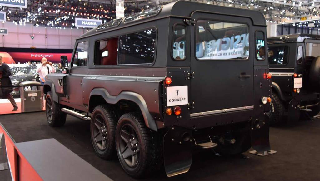 Land Rover Defender Flying Huntsman by Kahn Design is the ultimate off-roading machine