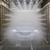 Buick demonstrates that the new Cascada is waterproof