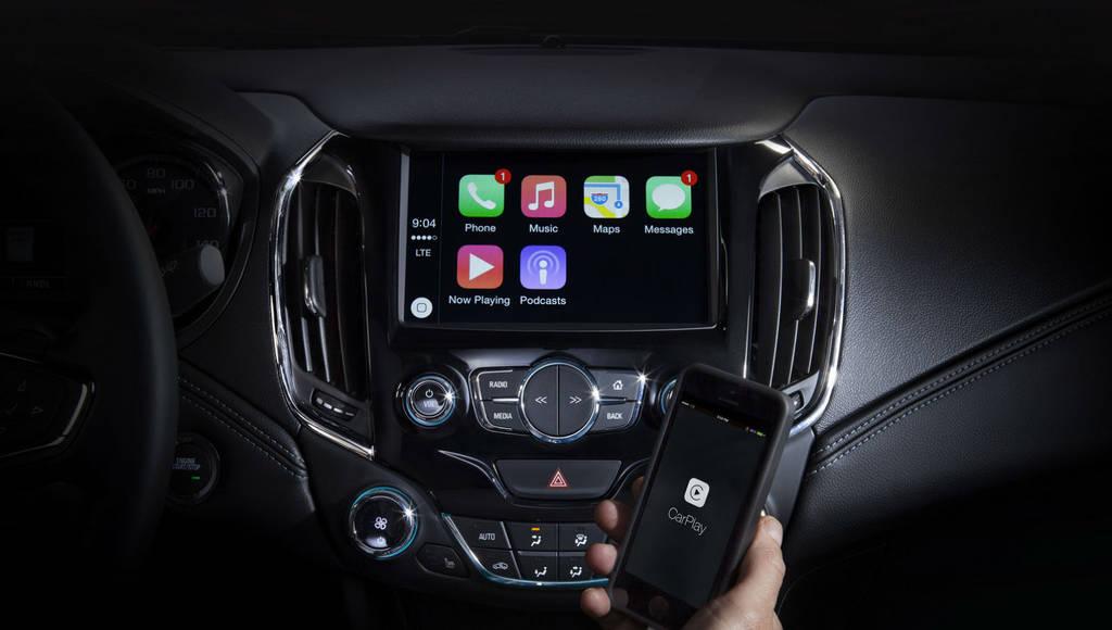 2016 Chevrolet Cruze first interior phootos