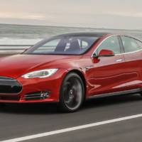 Drag race: Tesla Model S vs Porsche Panamera