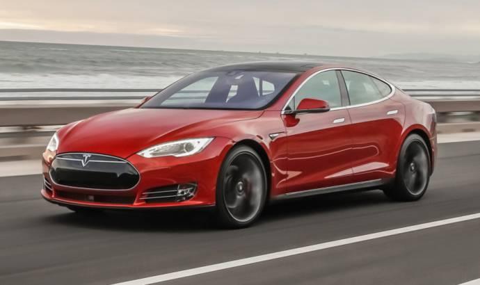 Drag race: Tesla Model S vs Porsche Panamera