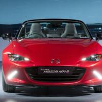 Mazda MX-5 weight distribution demonstrated
