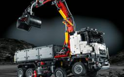 Mercedes-Benz Arocs 3245 by LEGO