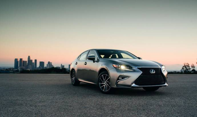 2016 Lexus ES 350 and ES 300h - Official pictures and details