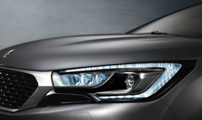 2015 DS 4 facelift and 2015 DS 4 Crossback - Official pictures and details