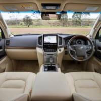 2015 Toyota Land Cruiser facelift - Official pictures and details