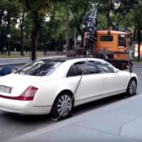 BIG FAIL: Tow truck versus Maybach 62S