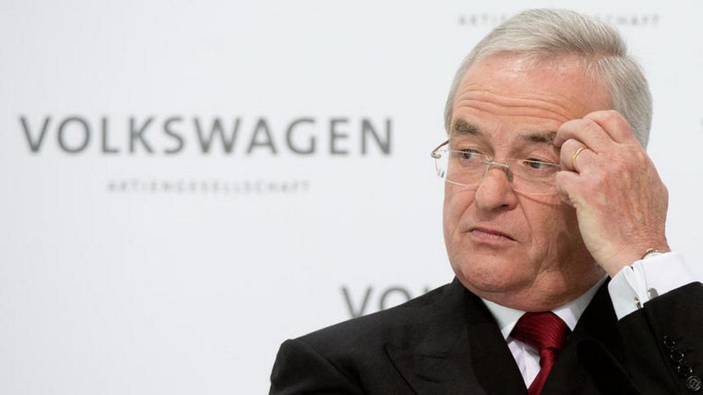 Martin Winterkorn resign as chairman of Porsche SE