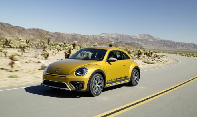 Volkswagen Beetle Dune Coupe and Cabrio unveiled