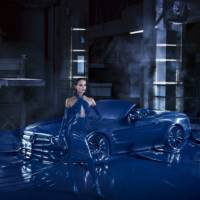 Mercedes-Benz SL covered in latex for fashion