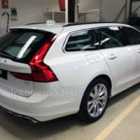 2016 Volvo V90 spied naked!