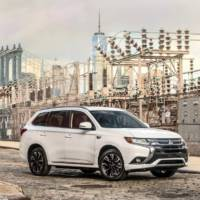 2017 Mitsubishi Outlander PHEV ready to tackle US market