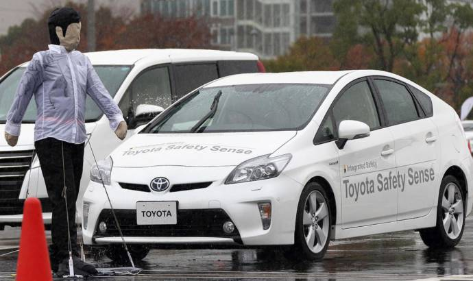 Toyota and Lexus to make automatic emergency braking standard by 2017