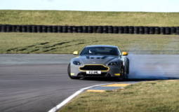 2017 Aston Martin V12 Vantage S will be offered with a manual gearbox