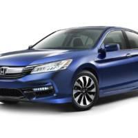 2017 Honda Accord Hybrid gets detailed