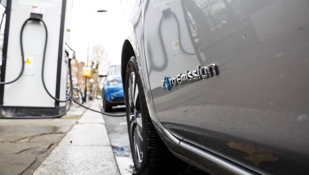 Electric and hybrid car sales ar booming in UK