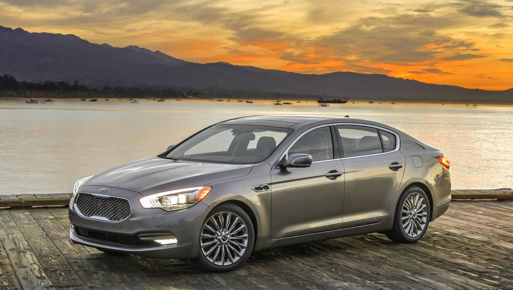 Kia K900 receives new UVO Luxury Services