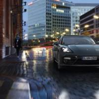2017 Porsche Panamera officially unveiled