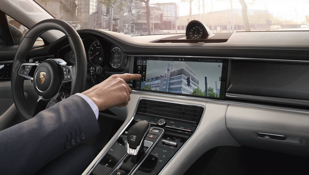 Porsche Connect and Porsche Communication Management detailed