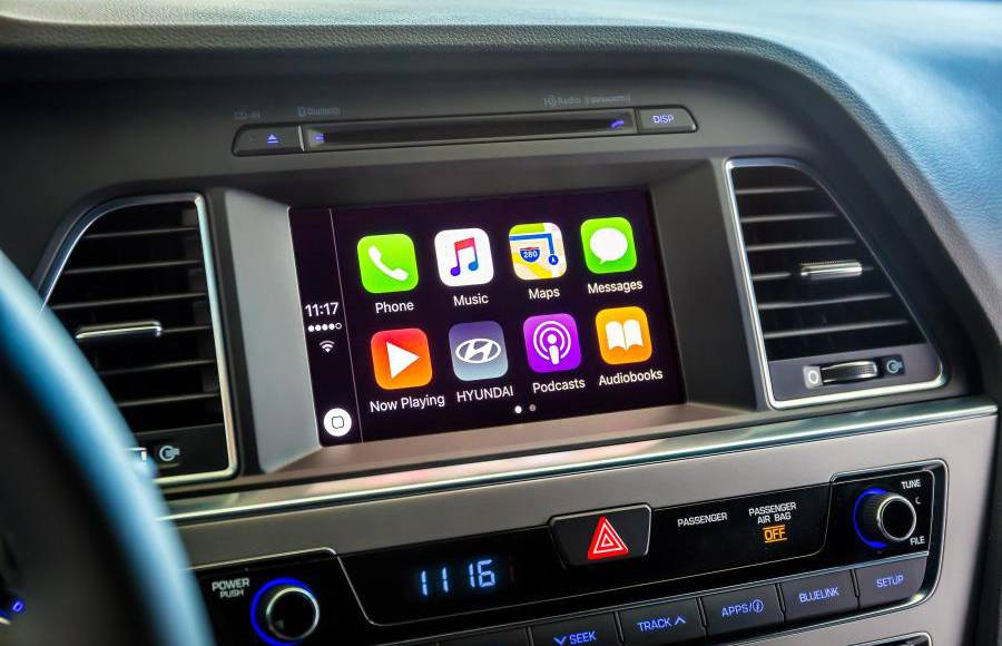 Hyundai offers Android Auto and Apple CarPLay on its cars