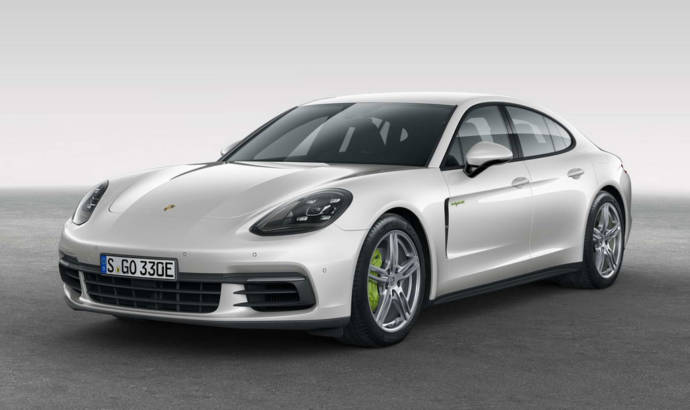 2017 Porsche Panamera 4 E-Hybrid unveiled
