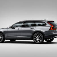2017 Volvo V90 Cross Country - Official pictures and details