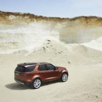 2017 Land Rover Discovery unveiled in Paris