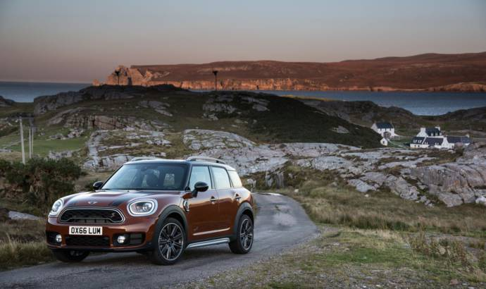 2017 MINI Countryman plug-in hybrid - Official pictures and details