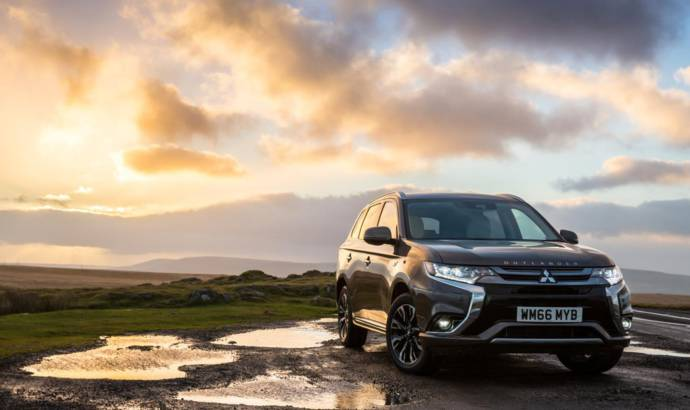 2017 Mitsubishi Outlander PHEV updated