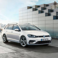 2017 Volkswagen Golf receives R-Line package