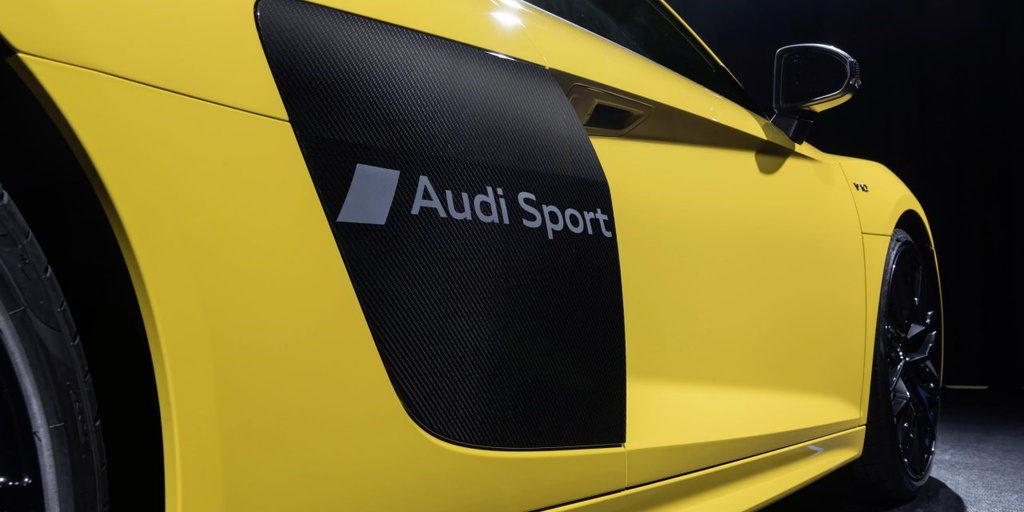 Audi writes your name on the R8 Coupe and Spyder