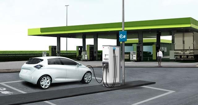 Nissan and BMW partner to offer fast charging stations in US