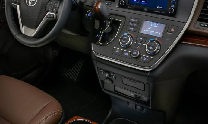 2018 Toyota Sienna - Pictures and details