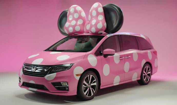 Honda Odyssey dresses up as a Minnie Van