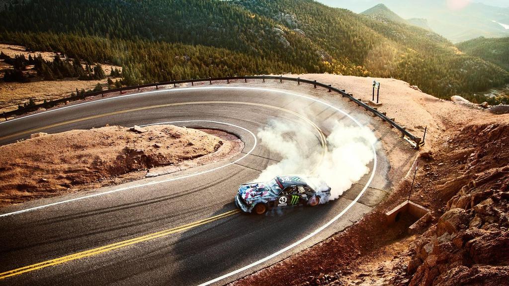 Ken Block tackles Pikes Peak with 1.400 HP old Mustang