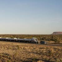 Land Rover Discovery tows 110-ton road train in Australia