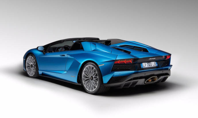 Lamborghini Aventador S Roadster is here and it has 730 horsepower