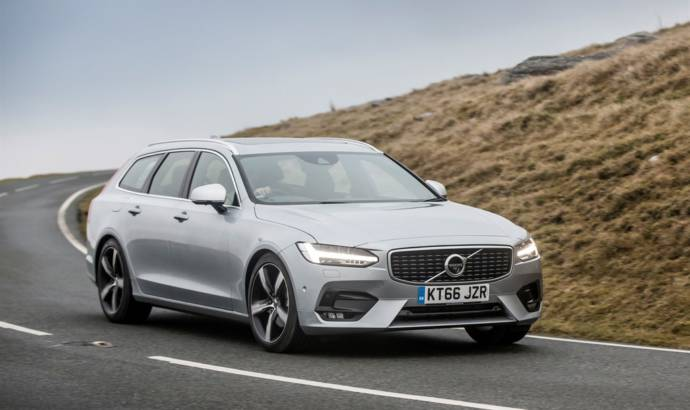 Volvo S90 and V90 receive a new T4 engine in UK
