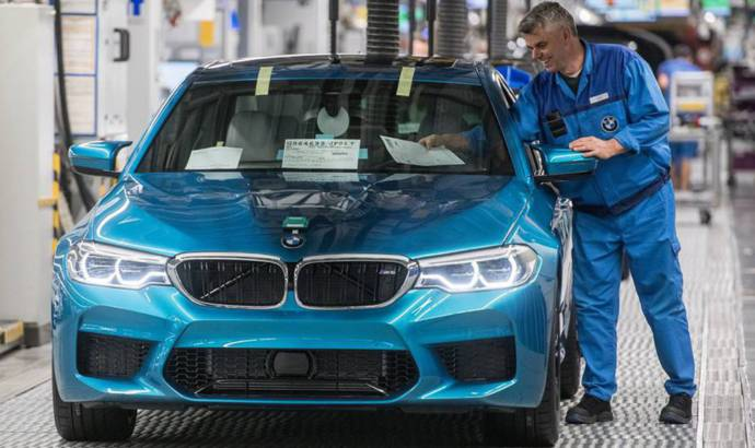 BMW M5 goes into production
