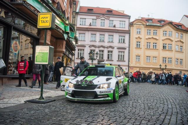 Rally-taxi with the winning Skoda Fabia R5