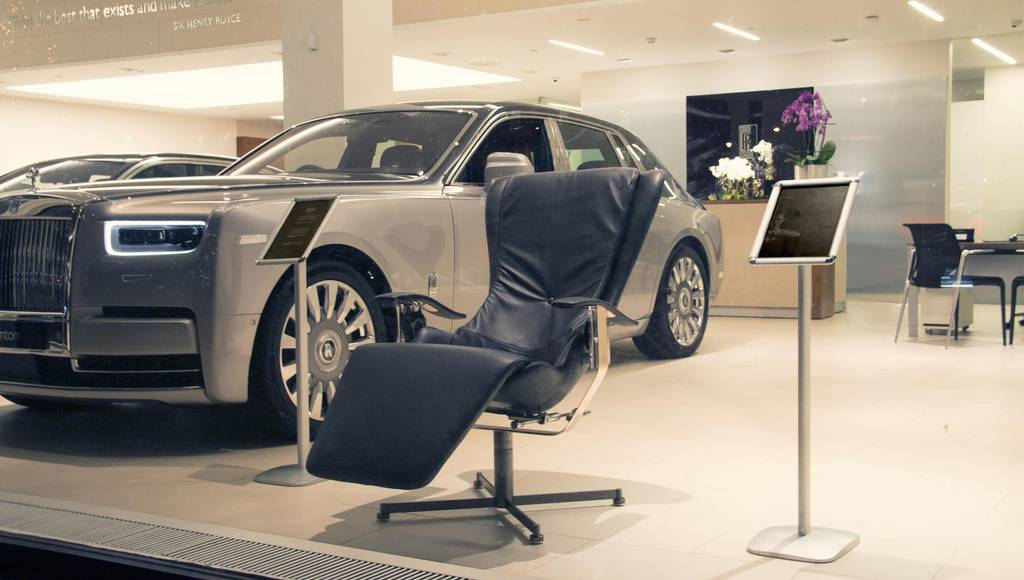 Rolls Royce showroom showcases the Elysium R chair