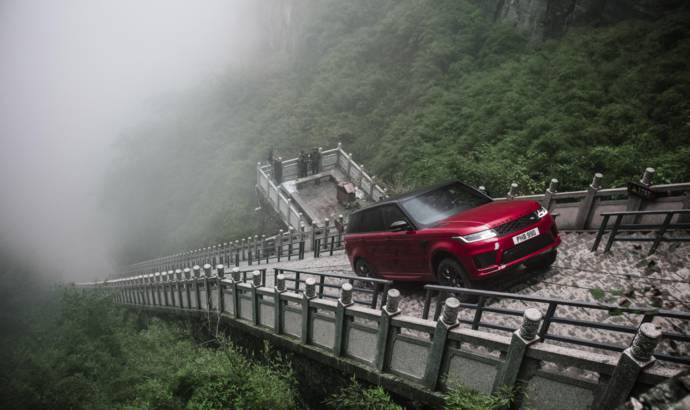 Range Rover Sport climbed 999 stairs