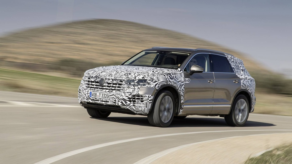 First picture with the all-new Volkswagen Touareg