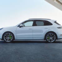 Porsche Cayenne is now available as a PHEV