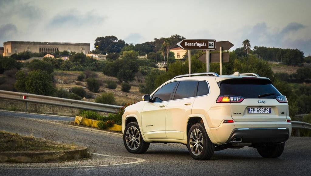2019 Jeep Cherokee facelift gets detailed