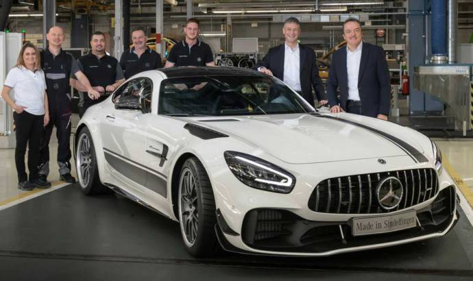 Mercedes-AMG GT facelift enters production. The first unit is a GT R Pro limited edition version