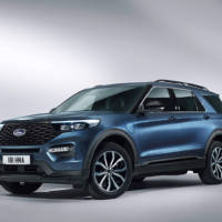 Ford Explorer is now available in Europe with a PHEV system that deliver 450 HP