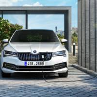 Skoda unveiled the 2020 Superb facelift. It has a PHEV version