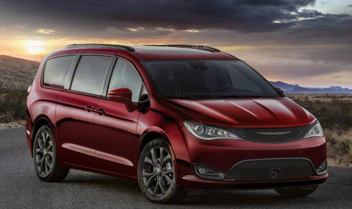 Chrysler and Dodge introduce the new 35th Anniversary Edition on their minivans
